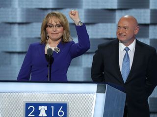 Gabby Giffords gives emotional speech at DNC