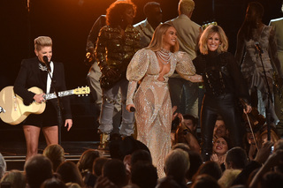 Chesney speaks out on Beyonce's CMA performance