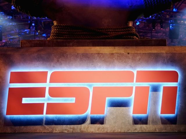 ESPN pulls Robert Lee off football assignment at Virginia