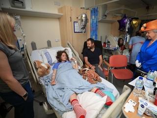Queen Elizabeth meets injured Manchester victims