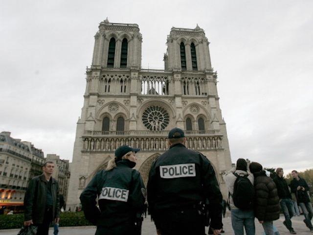 Police shot, injured attacker near Notre Dame