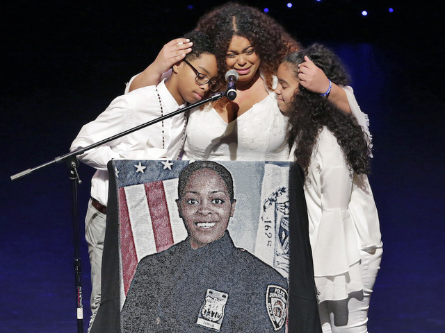 Vigil held for fallen NYPD officer Miosotis Familia