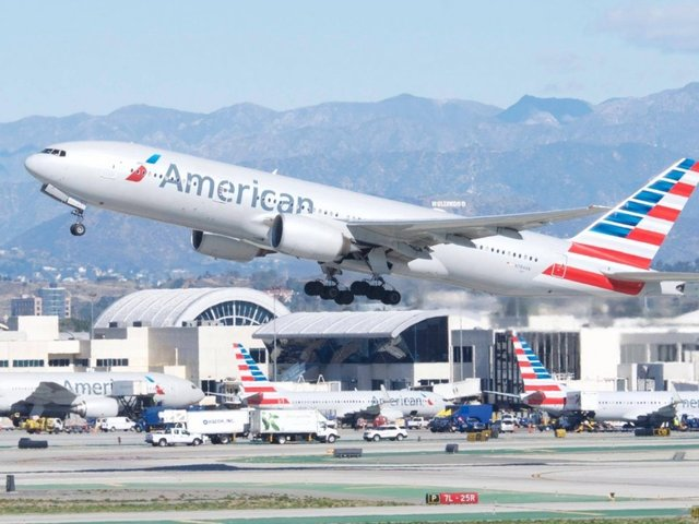 American Airlines hit by rostering glitch