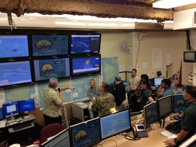 Missile-attack alert still rattles folks: 'What do we do?'