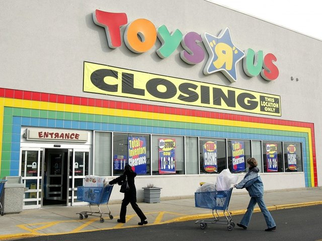Toys R Us is going out of business, closing all stores