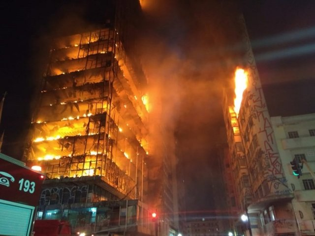 Huge fire engulfs Sao Paulo building