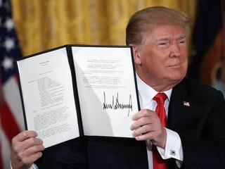 Trump orders the creation of a 'Space Force'